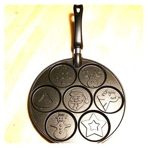 New! Nordic Ware Christmas pancake pan